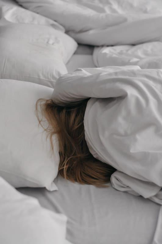 Dormir mucho en fin de semana te puede causar un infarto