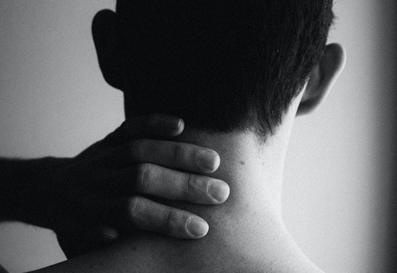 Dile adiós al dolor de cuello con estos 4 ejercicios